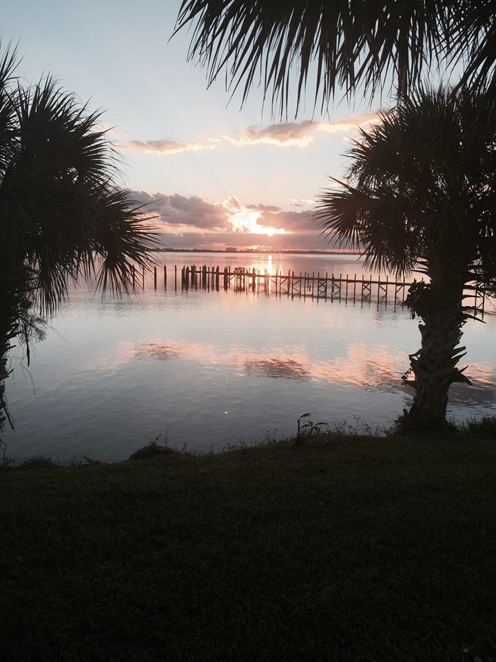 backdrop lake